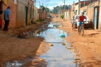 Rua sem asfalto